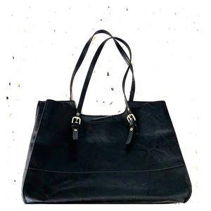 Bueno black purse